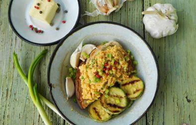 omleta-cu-unt-si-ceapa-verde-scrambled-eggs-by-gordon-ramsay