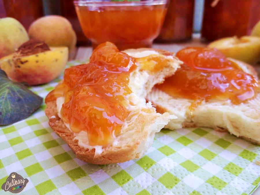 paine cu dulceata de piersici