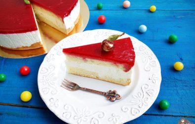 tort-cu-crema-de-vanilie-si-jeleu-de-fructe